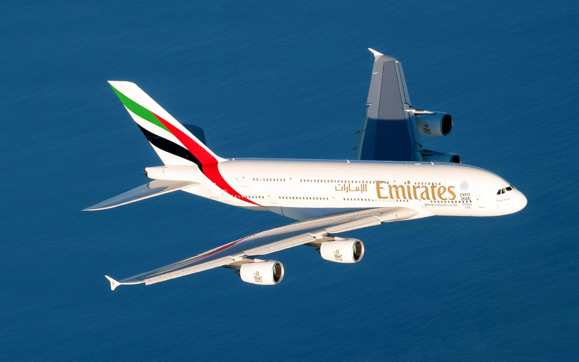 إحدى طائرات الإمارات الإيرباص A380. وتشغل طيران الإمارات هذا الطراز العملاق إلى جدة بمعدل 3 رحلات يومياً.