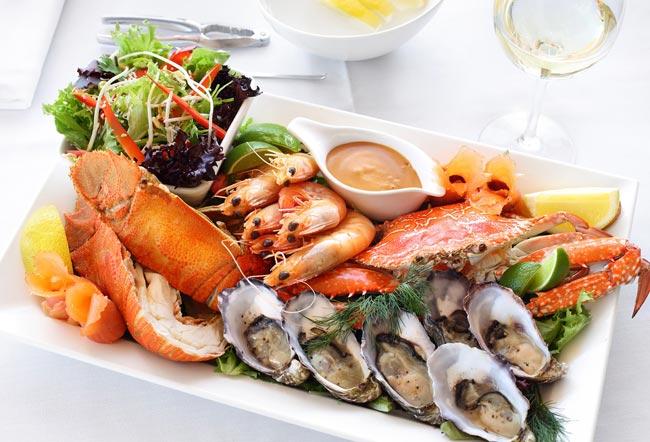 بالصور .. تعرف على افضل مطاعم الماكولات البحرية في مدينة الظهران – سفاري نت