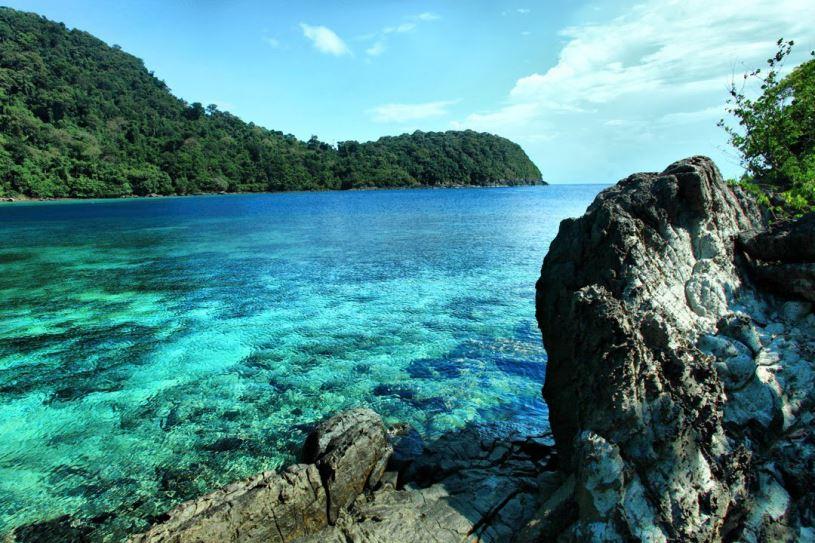 بالصور .. مناظر طبيعية خلابة في جزيرة تينجول ماليزيا