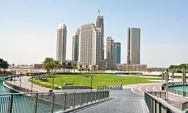 حديقة برج خليفة الاماكن السياحية في دبي الامارات