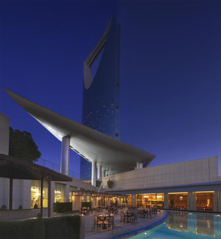 فندق فورسيزونز الرياض يحتفل بمرور 15 عام سفاري نت